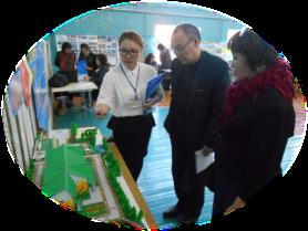 Педагог С.В. Саввинова о новом проекте по робототехнике рассказывает Н.И. Бугаеву, к.ф.н., руководителю Педагогической ярмарки